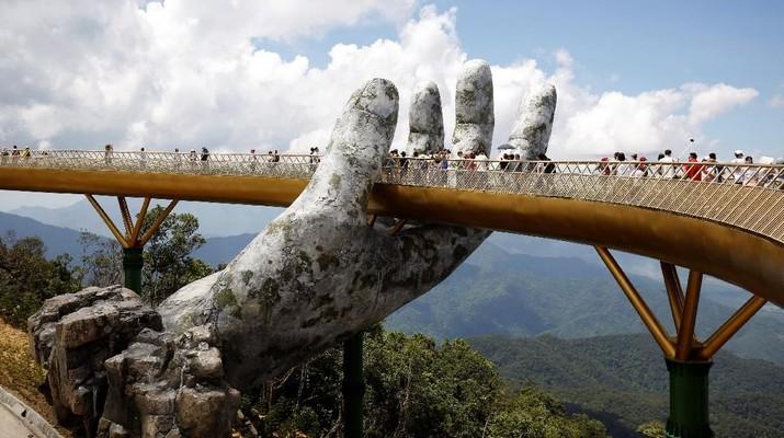 Jembatan Emas di Vietnam Ini Terus Tuai Pujian