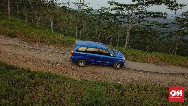 Tampang Avanza Model Baru 2019 Berseragam Taksi Biru