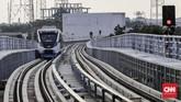 Pemerintah menargetkan seluruh stasiun LRT Palembang dapat beroperasi Oktober mendatang.