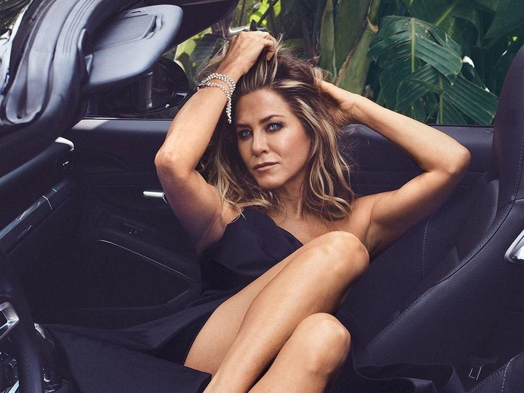 Penampilan Jennifer Aniston Terbaru di Usia 49, Makin Muda & Seksi