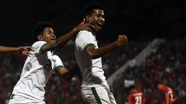 Bagus Kahfi saat merayakan selebasi gol ke gawang Vietnam U-16. Saudara kembar Bagas Kaffa itu mencetak rata-rata dua gol per laga. (ANTARA FOTO/Zabur Karuru/foc/18)
