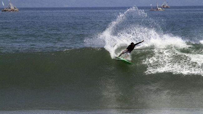 Memelihara Ombak demi Destinasi Surfing Kelas Dunia