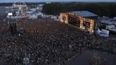 Sebelum festival ini digelar, panitia biasanya mengadakan acara kompetisi musik terlebih dahulu dan mereka yang menang punya kesempatan tampil di festival.(REUTERS/Kacper Pempel)