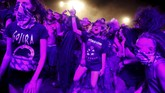 Sejak 2004, festival ini digelar di kota Kostrzyn dan Odra yang berdekatan dengan perbatasan Jerman. (REUTERS/Kacper Pempel)