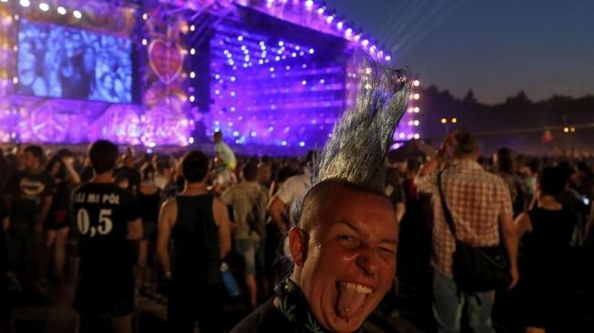 Semula dikenal sebagai Woodstock Festival Polandia, festival yang pertama kali digelar pada 1995 ini menyuguhkan musik rock. (REUTERS/Kacper Pempel)