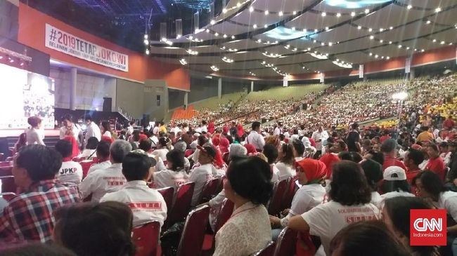 Jokowi Minta Relawan Tak Cari Musuh, Tapi Siap Berkelahi