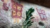 Para arkeolog mengatakan kawasan ini dihuni oleh para penggembala. Mereka melukis di dinding gua sebagai bentuk permohonan kepada dewa langit untuk meningkatkan hasil gembala ternak mereka. (AFP PHOTO / Martin BERNETTI)