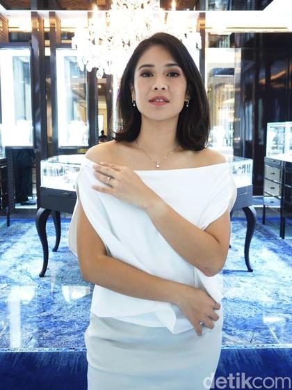 Perhiasan Paling Berkesan Bagi Dian Sastrowardoyo, Bukan Cuma dari Suami