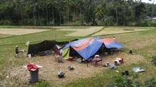 Lapangan Penuh Pengungsi, Laporan Korban Jiwa Mulai Datang