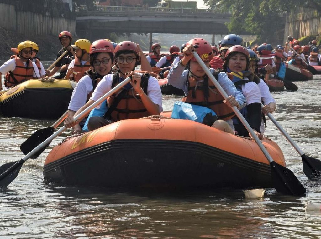 Ketika Delegasi ASEAN Susuri Sungai Ciliwung