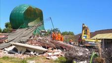 Tim SAR Terus Melakukan Evakuasi Korban Reruntuhan Masjid