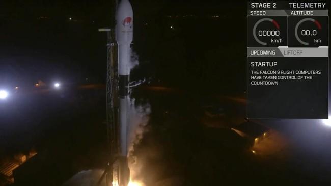 Satelit Merah Putih tengah dipersiapkan sebelum peluncuran di Cape Canaveral Air Force Station, Florida, Amerika Serikat.