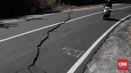 Gempa Magnitudo 7,0 Picu Aspal Retak di Lombok Utara