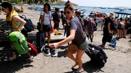 FOTO: Evakuasi Wisatawan Asing Usai Gempa Lombok