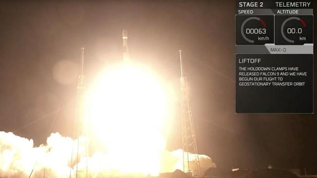 Peluncuran menggunakan roket milik SpaceX, Falcon 9, yang akan kembali mendarat ke bumi setelah berhasil memboyong satelit dan pendorongnya keluar atmosfer.