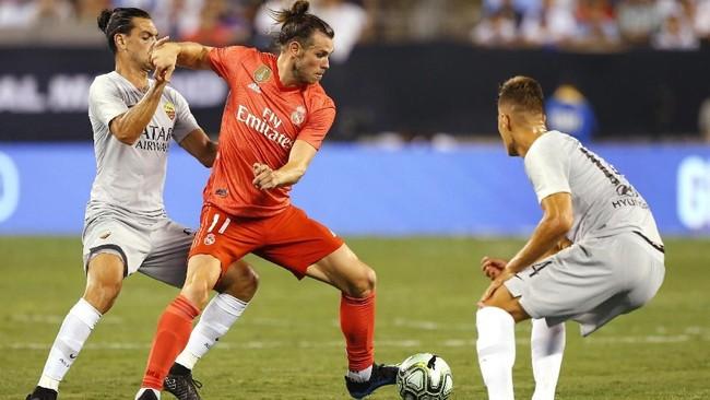 Gareth Bale mencetak gol kedua bagi Madrid pada menit ke-15 memanfaatkan umpan Dani Carvajal. Bale membobol gawang Roma setelah melewati adangan Ivan Marcano. (Noah K. Murray-USA TODAY Sports)