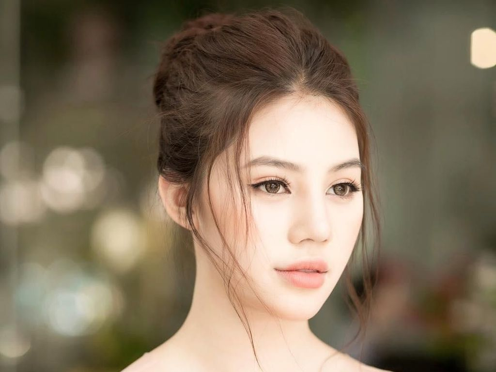 Terpikat Pesona Model dan Ratu Kecantikan yang Suka Pakai Barang Mewah