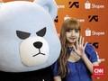 Lisa 'BLACKPINK' Kaget 'Dijemput' Fan di Bandara Indonesia
