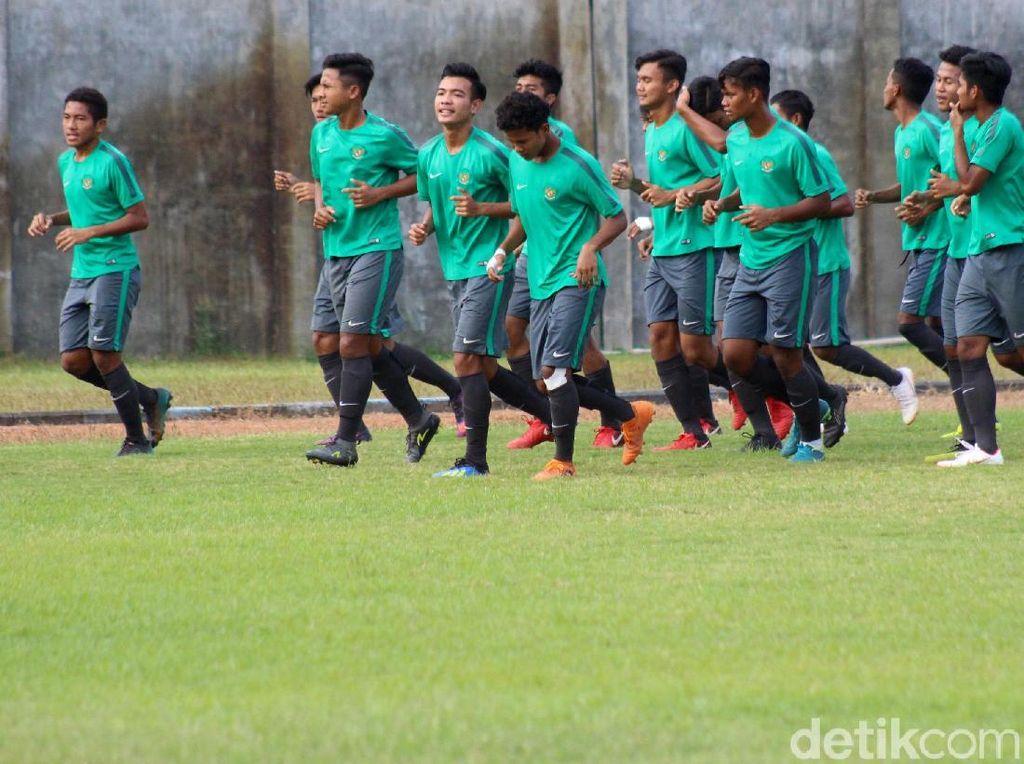 Timnas U-16 saat jalani sesi latihan jelang laga final melawan Thailand.