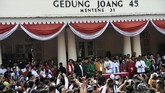 Sebelum menuju KPU, Jokowi sempat menyampaikan pidato politik di Gedung Joang 45, Cikini, Jakarta. Ia didampingi Ma'ruf Amin dan sembilan ketua umum parpol pendukungnya di Pilpres 2019. (ANTARA FOTO/Puspa Perwitasari)