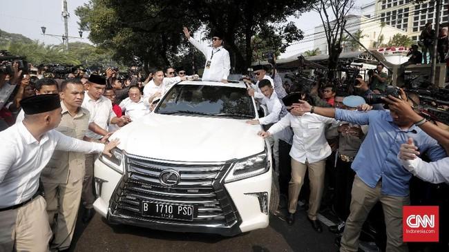 Calon Presiden Prabowo Subianto di kantor Komisi Pemilihan Umum (KPU), Jakarta, Jumat, (10/8). Pasangan Prabowo Subianto dan Sandiaga Uno resmi mendaftar sebagai bakal pasangan calon presiden dan wakil presiden untuk Pilpres 2019. (CNNIndonesia/Safir Makki)