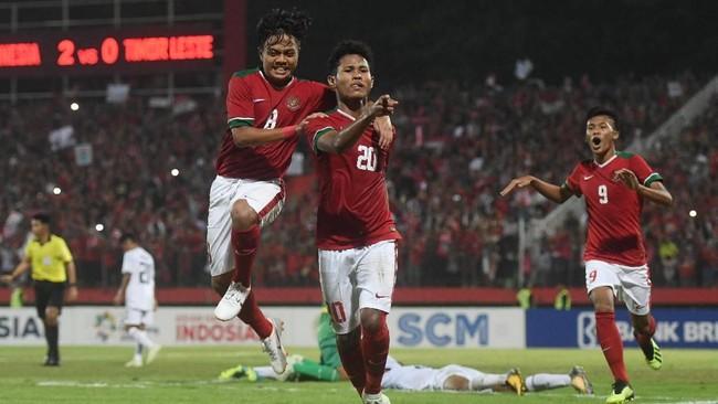 Bagus Kahfi menjadi penentu Indonesia U-16 ke final Piala AFF U-16 setelah sukses mengeksekusi penalti ke gawang Malaysia pada menit ke-72. Indonesia bersua Thailand U-16 di final. (ANTARA FOTO/Zabur Karuru/foc/18)