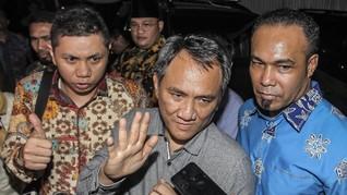 Andi Arief: Perusak Baliho Mengaku Dipesan Partai Berkuasa