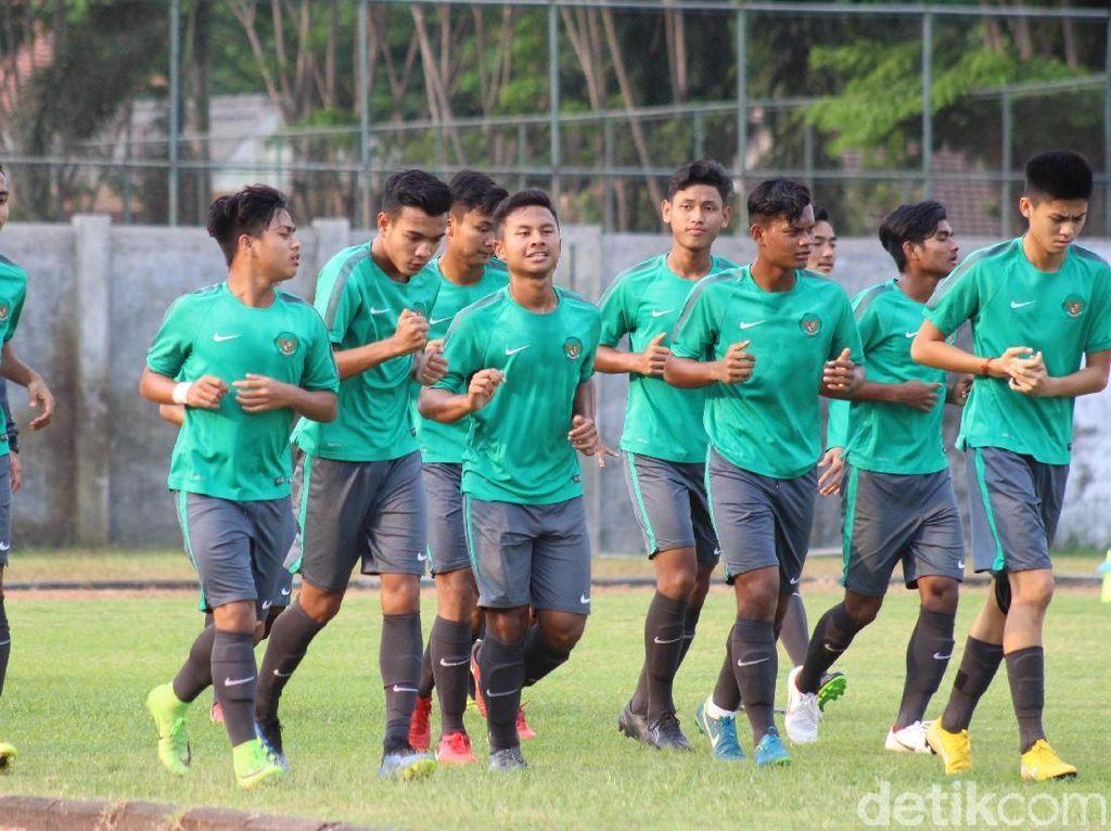 Duel Indonesia vs Thailand di final Piala AFF U-16 akan sangat ditentukan oleh kondisi fisik kedua tim. Yang lebih bugar punya pontensi menang lebih besar.