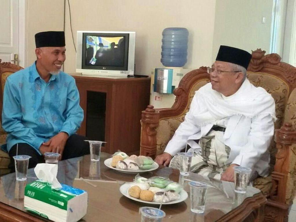 Berkunjung ke Padang, Maruf Amin dapat sambutan yang hangat. Lengkap dengan aneka kue jajanan pasar, seperti onde-onde dan bolu kukus. Foto: Istimewa