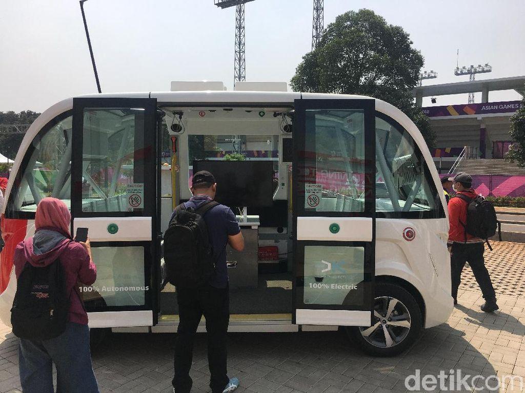 Bus tanpa sopir ini hanya akan berjalan di sekitaran Stadion Utama Gelora Bung Karno selamat perhelatan Asian Games. (Foto: detikINET/Agus Tri Haryanto)