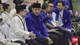 Komandan Komando Satuan Tugas Bersama (Kogasma) Partai Demokrat Agus Harimurti Yudhoyono dan Salim Jufri Assegaf turut mengantar Prabowo Subianto-Sandiaga Uno menyerahkan berkas persyaratan capres-cawapres. (CNN Indonesia/Adhi Wicaksono)