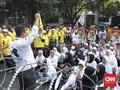 Antusiasme Rombongan Berpeci Kawal Jokowi-Ma'ruf Amin