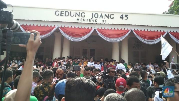 Jokowi-Ma'ruf Naik Kijang Daftar ke KPU