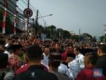 Jokowi-Ma'ruf Disambut Ribuan Pendukung di Gedung Joang '45