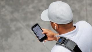 Pembatasan Akses Media Sosial Disebut Sesuai UU ITE