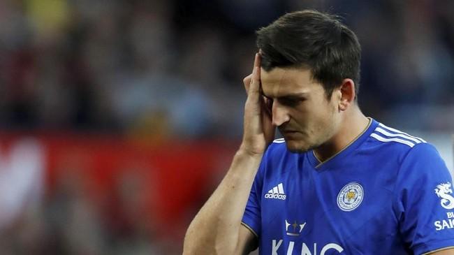 Bek Leicester City, Harry Maguire yang sempat diisukan pindah ke Manchester United tampil di laga ini. (Reuters/Andrew Boyers)