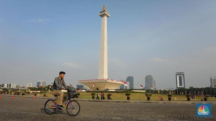 Seru-seruan Keliling Monas dengan Sepeda Gratis