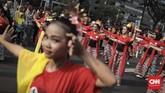 Peserta mengenakan berbagai macam kain tradisional, dan hiasan kepala yang menunjukkan keberagaman Indonesia. (CNN Indonesia/ Hesti Rika)