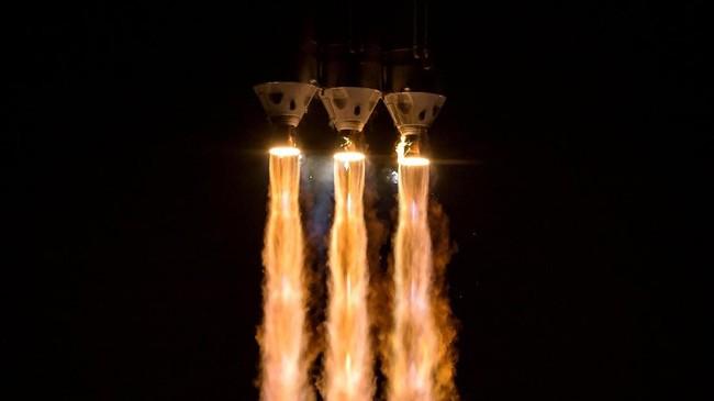 Detik-detik peluncuran roket Delta IV Heavy yang membawa Parker Solar Probe. (NASA/Bill Ingalls via REUTERS)