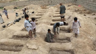 Puluhan Anak Houthi Korban Serangan Udara Dimakamkan