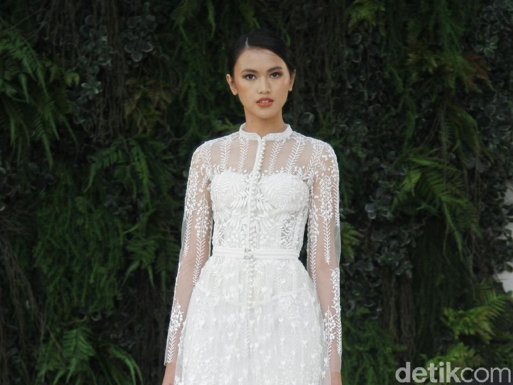 21 Gaun Pengantin Terbaru Sapto Djojokartiko di Grand Hyatt Wedding Fair