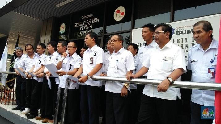 SP Pelni ultimatum direksi, untuk perbaikan gaji dalam satu bulan ke depan atau mereka akan mogok nasional.