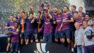 FOTO: Barcelona Angkat Trofi Piala Super Spanyol