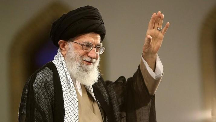 Imam tertinggi Iran Ayatollah Khamenei sebut kondisi ekonomi Iran saat ini sengsara karena kebijakan-kebijakan Amerika,