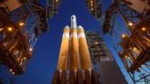 Dengan bantuan roket Delta IV Heavy milik perusahaan United Launch Alliance, Parker akan menjadi wahana antariksa buatan manusia yang paling dekat dengan matahari. (NASA/Bill Ingalls via REUTERS)