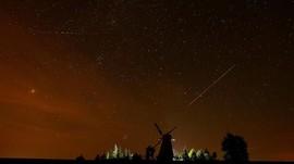 FOTO: Melihat Keindahan Hujan Meteor Perseid