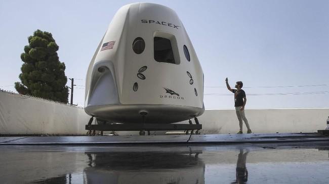 Pesawat ini rencananya akan membawa astronot NASA ke ISS untuk pertama kalinya sejak program Space Shuttle yang dihentikan pada 2011. (REUTERS/Mike Blake)
