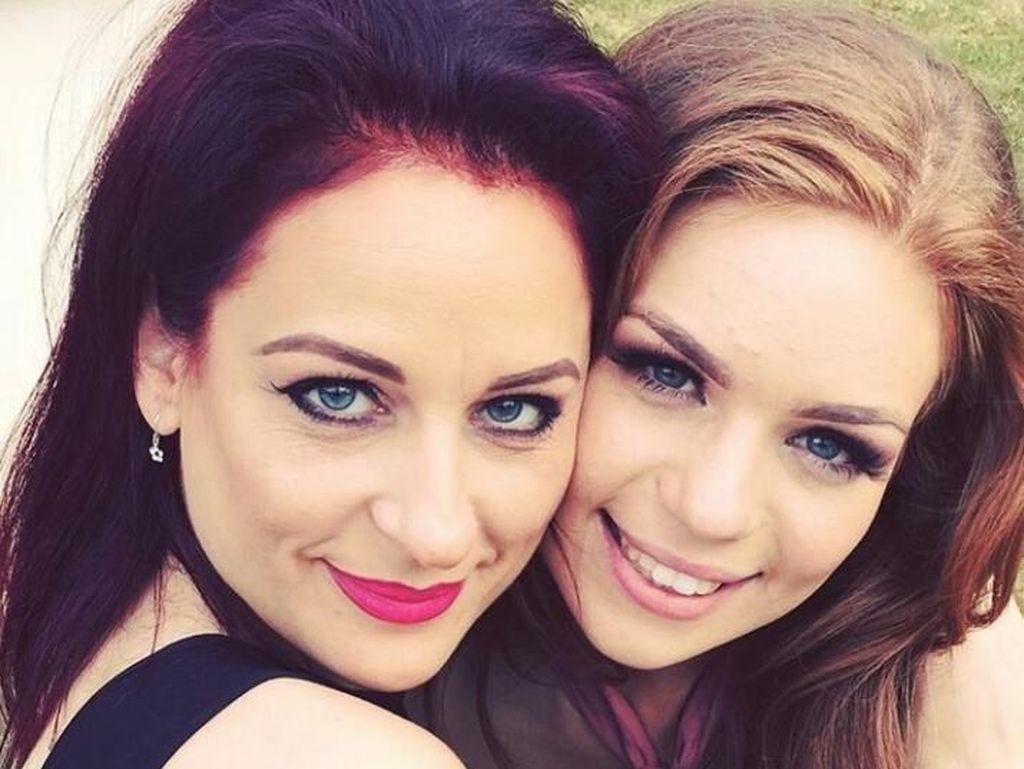 Foto: Ibu dan Anak yang Seperti Seumuran Bahkan Sering Dikira Kembar