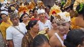 Ada satu upacara tradisi yang harus dijalani di Bali sebelum menjadi dewasa. (Mahendra Moonstar - Anadolu Agency)