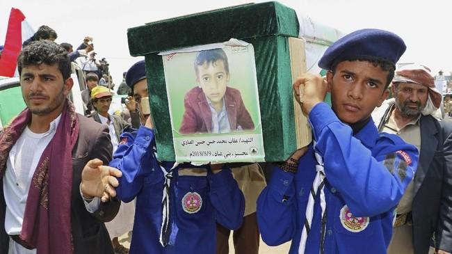 FOTO: Pemakaman Anak-anak Yaman Korban Kebiadaban Perang